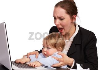 Mutter und Kind bei der Arbeit Serienbild 15