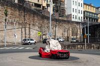 Sydney, Australien, Stillleben mit Fels und Auto von Jimmie Durham