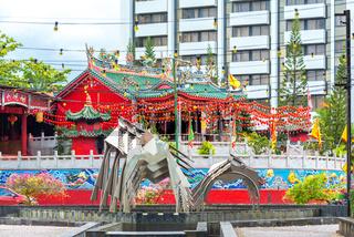Der Nashornvogel Brunnen an der Kuching Waterfront.