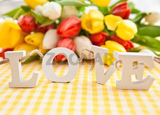 LOVE in Buchstaben aus Holz