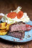 gegrilltes Steak auf dem Teller