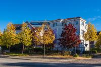 Blick auf moderne Gebäude in der Hansestadt Rostock im Herbst