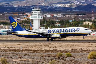 Ryanair Boeing 737-800 Flugzeug Flughafen Teneriffa Süd in Spanien