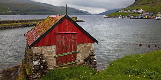 Small fisherman's house on the Atlantic in the town of Haldarsvik, Streymoy, Faeroeer, Denmark
