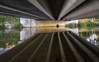 Spiegelungen unter der Brücke L1002147.jpg