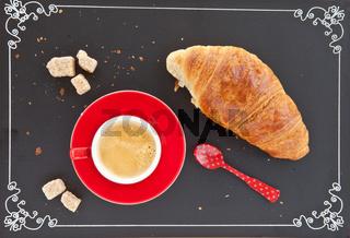 Tasse Kaffee und ein Croissant