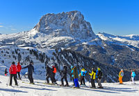 Skiers at the Gardena Pass, Passo Gardena, against the Saslonch mountain, Sassolungo, Italy