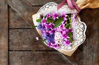 Bunte Hyazinthen und Orchideen
