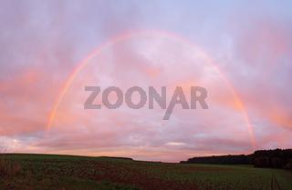 Regenbogen im Abendrot
