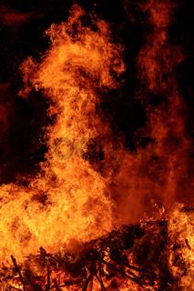 Flamme in Form einer Schlange oder eines Drachens
