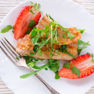 fish fried Arugula and strawberry