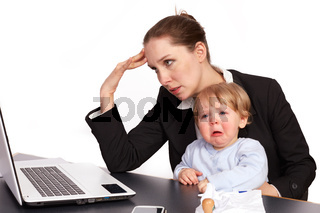 Mutter und Kind bei der Arbeit Serienbild 10