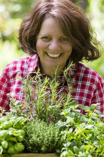 Junge Frau mit Kräutern, young woman with herbs