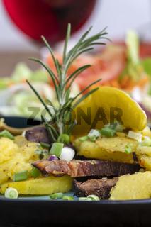 österreichisches Kartoffelgröstl mit Rotwein