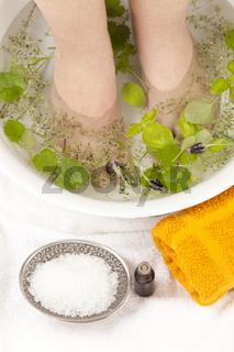 Fussbad mit ätherischen Ölen
