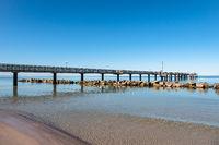 Seebrücke an der Ostseeküste in Wustrow auf dem Fischland-Darß