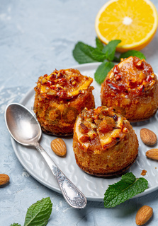Cupcakes with caramelized orange and almonds.