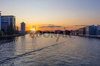 Berlin am Abend, Treptow Friedrichshain, Spreeblick Sonnenuntergang, Berliner Sommerabend