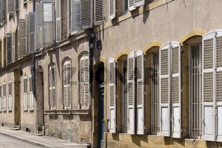 Metz - Altstadtfassaden mit Fensterläden, Frankreich