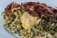 bayerische Spätzle mit Käse und Salat