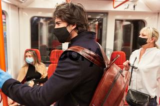 Maskenpflicht für Fahrgäste wegen Covid-19 Pandemie