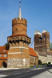 Mitteltorturm und Marienkirche, Prenzlau, Uckermark, Brandenburg, Deutschland