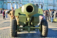 The barrel of the gun of the WWII on Palace square in Day of mem