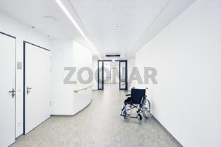 Krankenhaus Rollstuhl Flur