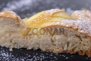 Scheibe eines bayerischen Apfelkuchens