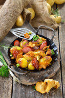 Fried potatoes with chanterelles