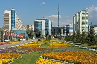 Al-Farabi Avenue im Medeo Stadtbezirk,Almaty,