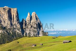 Auf der Seiser Alm, Alpe di Siusi, mit Blick auf den Schlern, Sciliar, Suedtirol