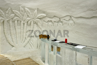 Rezeption aus Eis und Eisskulptur im Eishotel, Iglu-Dorf Gstaad,  Kanton Bern, Schweiz