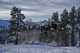 Winterlandschaft bei Beuren mit Blick zur Burg Hohenzollern