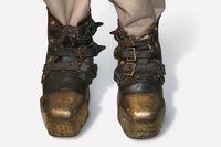 Diving shoes, metal shoes