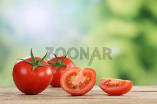 Tomaten im Sommer mit Textfreiraum