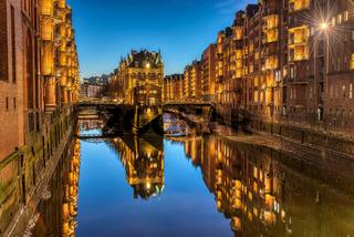 Die alte Speicherstadt mit dem Wasserschloss