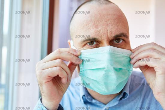 Senior als Covid-19 Patient Risikogruppe in Quarantäne