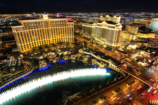 Fountain show at Bellagio hotel and casino at nigh