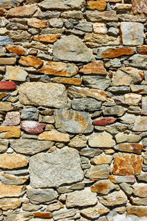 Masonry of rough stones