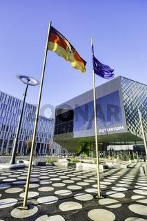 Flaggen vor Futurium, Berlin, Deutschland