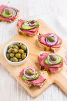 Open roast beef sandwiches with vegetables