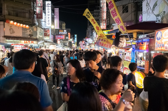 people and stalls at Wenhua road night market