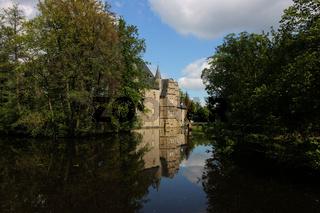 Eine Burg am See