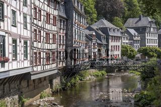 Monschau - Fachwerkhäuser an der Rur