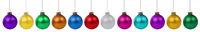 Weihnachten bunte Weihnachtskugeln Kugeln Kugel Schmuck Farben in einer Reihe isoliert freigestellt Freisteller