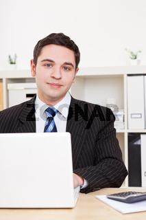 Jurastudent am Laptop