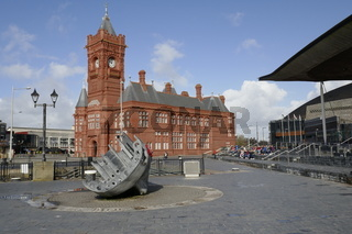 Piehead und Parlament, Cardiff, Wales