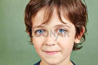 Portrait eines lächelnden Jungen