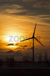 Windpark im Sonnenuntergang, Schleswig Holstein, Deutschland